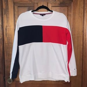 TOMMY HILFIGER COLOR BLOCK CREWNECK SWEATSHIRT